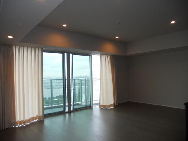 ブルーハーバータワーみなとみらいの2LDKの室内写真です。
