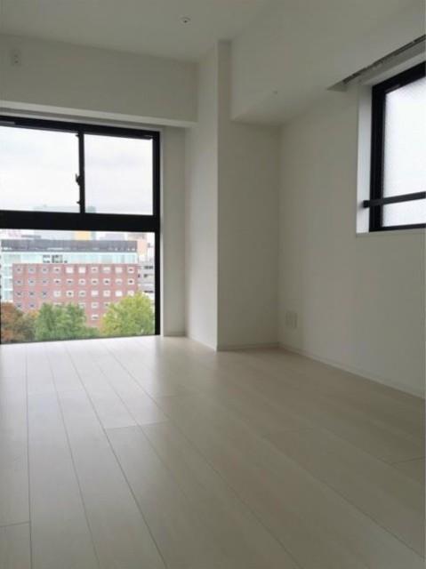 メイクスデザイン新宿の2DKの室内写真です。